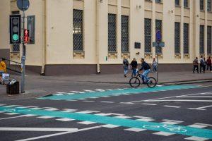Как двигаться на велосипеде по улице Хоружей