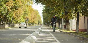 В Полоцке открыли первую в Беларуси велосипедную дорожку на проезжей части