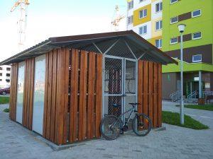 Возле жилых домов в микрорайоне «Грандичи» строят велогаражи
